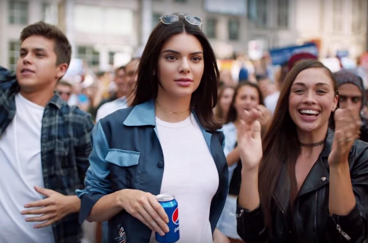 кадр из рекламы Pepsi