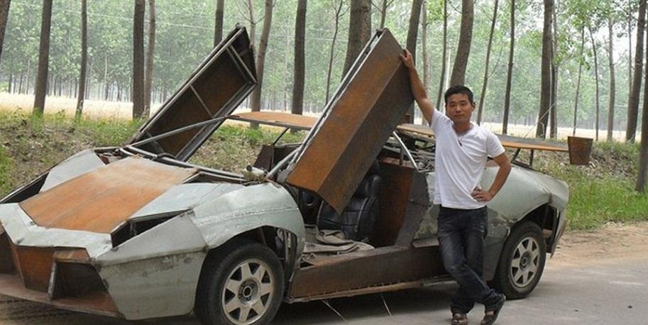 Человек с гипсокартоновой машиной